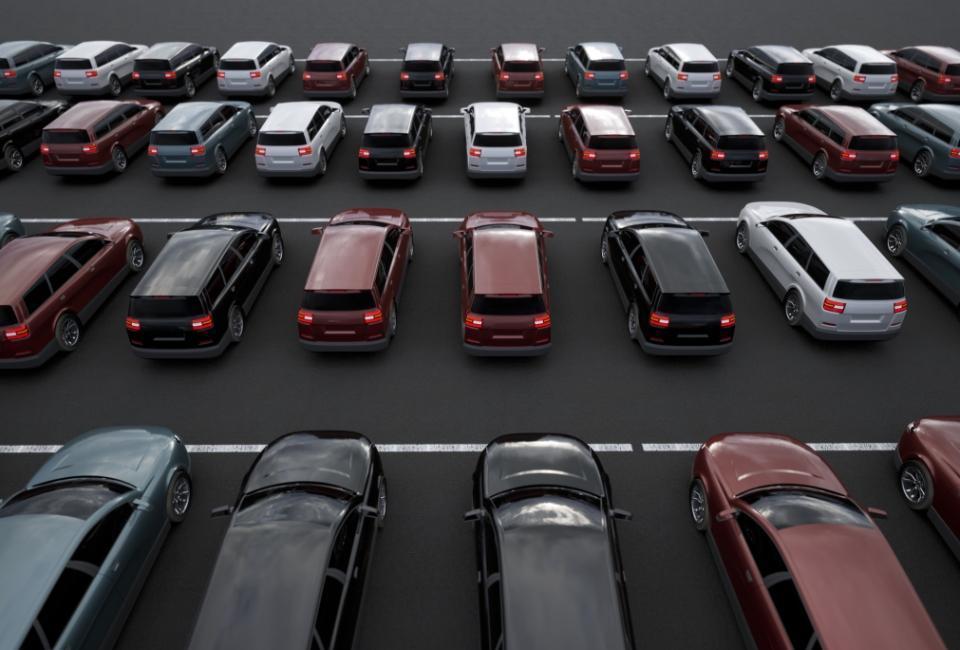 Samochody naparkingu